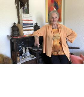 Mahlya de Saint-Ange s'est passionnée pour l'écriture dès son plus jeune âge. KJ