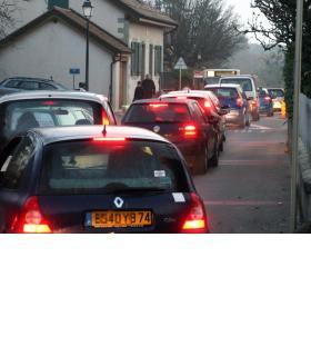 Chaque matin, près de 5000 véhicules transitent par les petites douanes. E. ALDAG