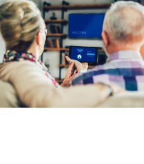 La domotique améliore la qualité de vie des personnes âgées à domicile. 123RF/JOVAN MANDIC