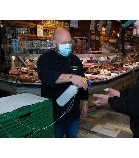 Dominique Ryser, président de l'association de commerçants de la halle (à gauche):  «J'ai pris les choses en main alors que ce n'est pas mon rôle!» STéPHANE CHOLLET