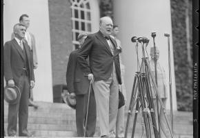«Un peuple qui oublie son passé se condamne à le revivre», Winston Churchill / Boston Public Library
