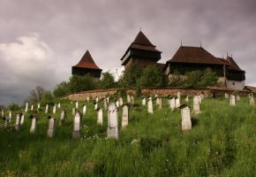 Le cimetière et les fortifications de Sighisoara, une cité classée au patrimoine mondial de l'Unesco. / Bernard Pichon/www.pichonvoyageur.ch