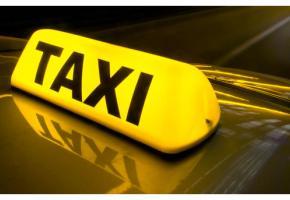 Le manque d'aménagement devant la gare pour les taxis génère mauvaise humeur et situations dangereuses.