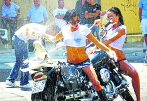 Les filles n'hésiteront pas à mouiller les motos le 15 septembre.