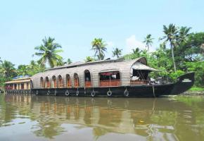 Découvrir l'Inde au fil de l'eau, à bord de véritables maisons flottantes.