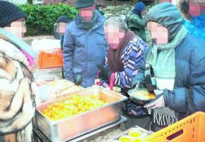 La distribution de repas ne se fait pas toujours dans le calme au parc Galiffe.