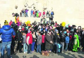 Des centaines de danseurs déguisés se sont réunis devant le Mur des Réformateurs.