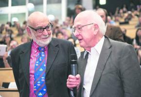 François Englert et Peter Higgs, les pères du boson de Higgs, prix Nobel de physique.