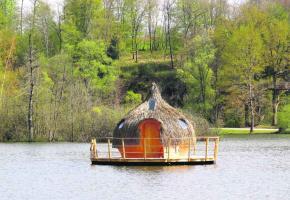 Les Cabanes flottantes des Grands Lacs permettent de passer un séjour magique complètement immergé dans la nature.