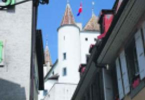 Le château de Nyon vu de la rue de la Poterne.