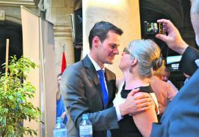 L'heureux élu a été chaleureusement félicité par sa future ex-collègue Michèle Künzler.