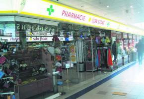 A Cornavin ,les drugs-stores sont de piquet 7njours sur 7 jusqu'à 23 heures.