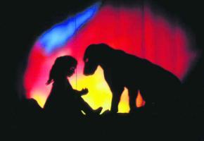 Un théâtre d'ombres intime et ouvert de l'enfance.