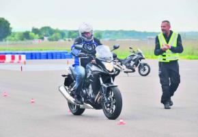 HONDA CB500X • Tenté par la moto? Par chance, la marque a invité quelques journalistes, de parfaits débutants.