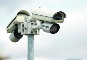 De nombreux petits commerçants font installer des dispositifs communs de surveillance.