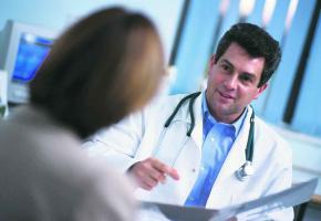 La plupart des Suisses paient beaucoup trop pour leur assurance maladie.
