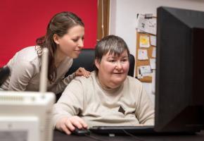 La révolution technologique doit aussi garantir une meilleure accessibilité aux personnes handicapées. 123RF/PASIPHAE