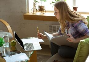 L'étude contribue à montrer l'impact de l'apprentissage en ligne sur les résultats