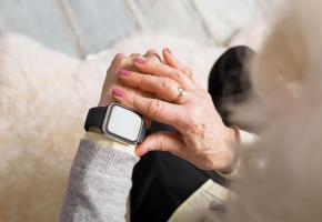 Une montre connectée peut permettre d'alerter les secours ou ses proches en cas de problème. PIXABAY