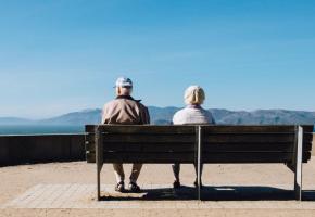 Chez les plus de 75 ans, les couples sont trois fois moins touchés par la pauvreté que les personnes seules de la même catégorie d'âge. DR