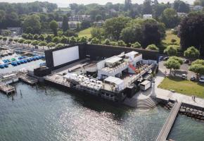 Un site idyllique et un écran géant de cinéma pour suivre les matches de la Coupe du monde. DR