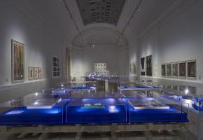 L'exposition «Contradictions» est présentée dans la grande salle temporaire du musée.