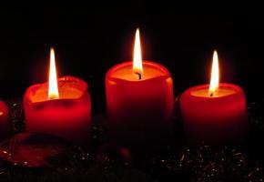 Accessoire décoratif par excellente, les bougies peuvent maltraiter vos nappes. DR