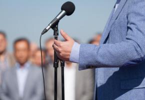 Le poids de la morale dans le discours public devient parfois insupportable. 123RF