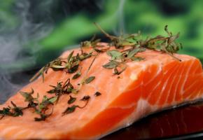 Le saumon est un poisson très riche en oméga-3. PXHERE