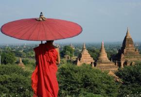 Bagan: un site unique, étendu sur près de 50 km². SHUTTERSTOCK/DR Pharaonique construction inachevée à Mingun. B. PICHON Pêcheur sur le lac Inle. B.PICHON