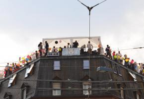 Fiesta sur les toits organisée par Ron Orp en Suisse. RON ORP