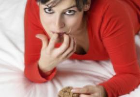 Une femme sur deux s'adonne au grignotage émotionnel. ISTOCK DIRIMA
