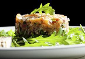 Tartare de saumon au gingembre et citron vert ISTOCK/PHBCZ