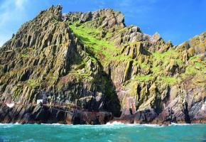 Le fameux Wild Atlantic Way, la côte sauvage de l'ouest irlandais, s'étend sur 2500 kilomètres. Pub à Dingle. L'Irlande compte 3,5 millions de moutons… pour 4,6 millions d'habitants.