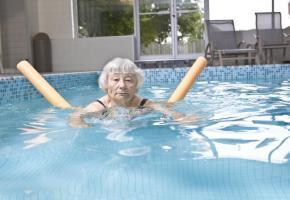 Un sport parfaitement adapté aux seniors. ISTOCK/PAUL VASARHELYI