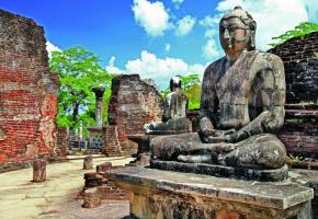 Ancienne capitale, Polonnaruwa est célèbre pour ses bouddhas sculptés. La plage de Passikudah est l'une des plus belles de la côte Est. On peut s'y rendre en voiture ou… en hydravion. Récolte du thé à Nuwara Eliya. ALAIN BOSSU Eléphants dans le Parc national de Minneriya. ALAIN BOSSU