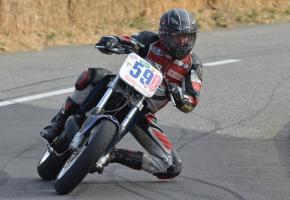 Thierry Courtois court depuis près de 20 ans à Verbois, sur la même moto: une Honda CR500. STÉPHANE CHOLLET