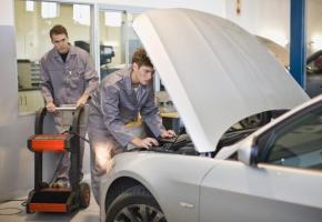 Le secteur de la réparation automobile est le plus demandeur. GETTY IMAGES/ZERO CREATIVES