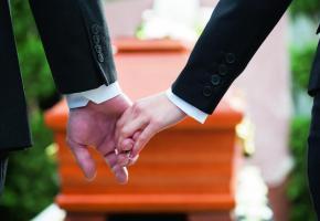 Une formation qui prépare l'officiant laïc à aider à dire au revoir. GETTY IMAGES/KZENON