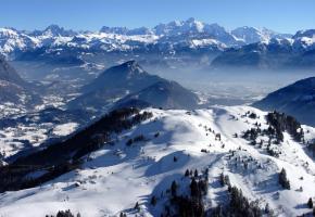 Le Massif des Brasses avec le Mont-Blanc en toile de fond. DR