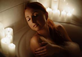 Tamisez les lumières, allumez les bougies et glissez-vous dans l'eau chaude. 123RF/MAKSYM ZAITSEV