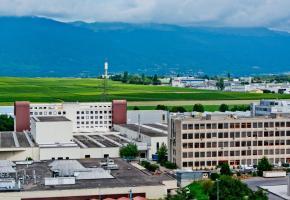 Dans la zone Zimeysa, un parking à étages remplacera les places de parc à ciel ouvert. DR