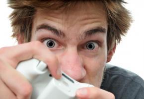 Utilisés à outrance, les écrans peuvent s'avérer dangereux pour les ados. 123RF/VLUE
