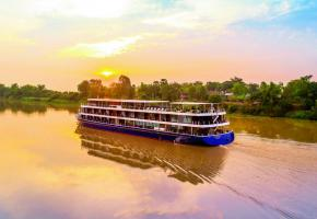 Le «RV Indochine II», un bateau colonial rénové, remonte le Mékong jusqu'à Siem Reap, au Cambodge. CROISIEUROPE