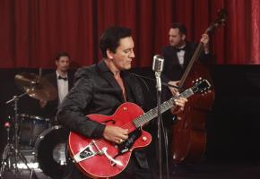 Le rocker rend hommage aux sonorités uniques d'Elvis Presley. ALEX FADEL