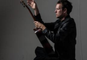 Le guitariste  sud-africain Derek Gripper distillera ses sonorités atypiques. DR