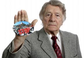 Un des derniers combats, gagné,  de Franz Weber: l'initiative fédérale pour la limitation des résidences secondaires en Valais. ZWEITWOHNUNGSINITIATIVE.CH