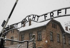 Pour se racheter, le policier a tenu à se rendre au camp d'extermination en Pologne. (123RF/Brais Seara Fernandez)