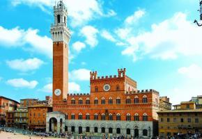 Au cœur de la ville toscane, le Palazzo Pubblico, qui domine la Piazza del Campo. PIXABAY