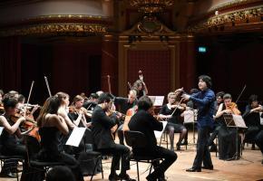 L'orchestre de la Seiji Ozawa International Academy Switzerland, dirigé de mains de maître par Kazuki Yamada, se produira au Victoria Hall le lundi 8 juillet. THIERRY PAREL